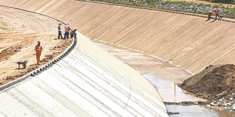 31 de maio de 2016. Reportagem Dossie Seca. Na foto Obras da transposicao do Rio Sao Francisco em Cabrobo, Pernanbuco.  - Reportagem Especial - 27ci0302  -  FABIANE DE PAULA