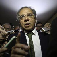 O futuro ministro da Economia, Paulo Guedes, fala à imprensa após reunião com a Comissão Mista de Orçamento, na Câmara dos Deputados.