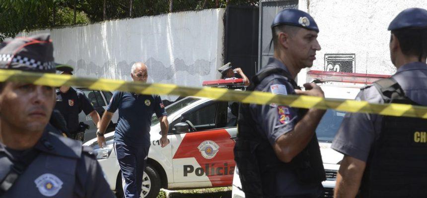 Tiroteio na Escola Estadual Professor Raul Brasil, em Suzano, a 57 quilômetros de São Paulo, deixou mortos e feridos. Segundo a Polícia Militar, dois jovens armados e encapuzados invadiram o colégio e disparam contra os alunos.