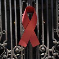 O Grupo Pela Vida, ONG que acolhe e orienta pessoas soropositivas, faz manifestação nas escadarias da Câmara Municipal do Rio, pelo Dia Mundial Contra a Aids (Tânia Rêgo/Agência Brasil)