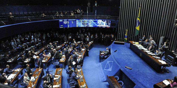 Plenário do Senado Federal durante sessão deliberativa ordinária. nnÀ mesa:nsenador Eduardo Gomes (MDB-TO); npresidente do Senado Federal, senador Davi Alcolumbre (DEM-AP); nsenador Roberto Rocha (PSDB-MA); nsenador Veneziano Vital do Rêgo (PSB-PB).nnFoto: Roque de Sá/Agência Senado