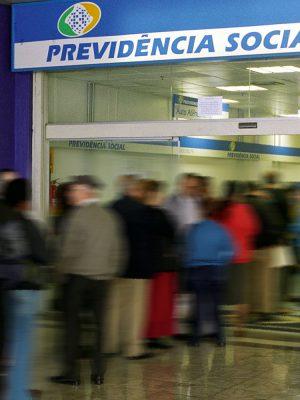 Fila em posto do INSS - Sao Paulo, SP, 03.06.2004 - Foto: Gustavo Roth/Folha Imagem