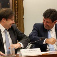 O presidente da Câmara, Rodrigo Maia, e o ministro da Saúde, Luiz Henrique Mandetta, participam de Comissão Geral para atualiazação da situação nacional do coronavírus