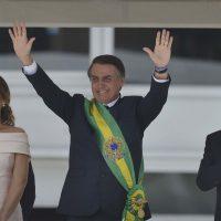Presidente Jair Bolsonaro a faixa presidencial.