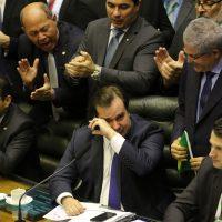 O presidente da Câmara, Rodrigo Maia, durante comemoração da aprovação do  texto-base da reforma da Previdência na Câmara dos Deputados